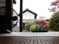 w046/和室8畳から中庭