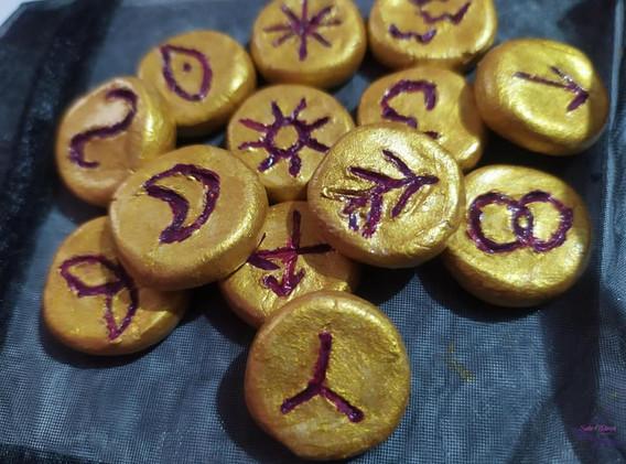 runas brujas doradas