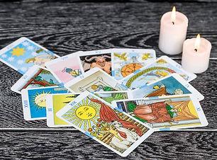 243415-699x450-interpretando-cartas-taro