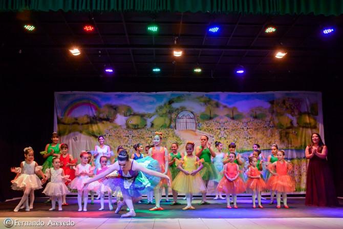 Ballet IAE leva cores ao Teatro Municipal