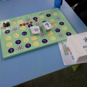 A Gincana de Química foi um sucesso! Projeto da professora Lucilene Farias, o evento teve o objetivo de ensinar de maneira descontraída - com jogos feitos pelos alunos e com disputas - a Tabela Periódica dos Elementos.