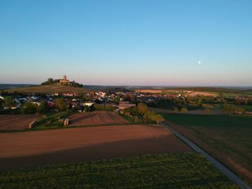 Weiler mit Steinsburg