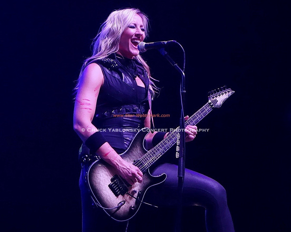 Nita Strauss - Alice Cooper Band