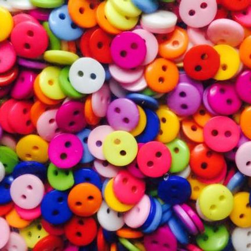 Round multicoloured acrylic buttons