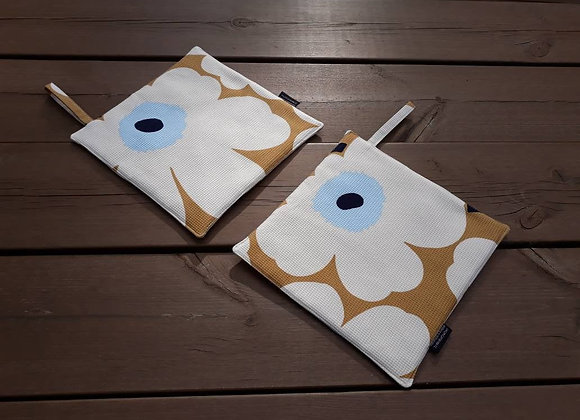 Pot holders from Marimekko fabric Pieni Unikko