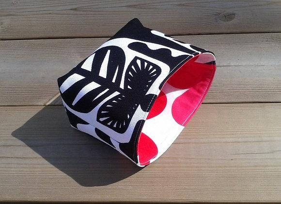 Black and white basket from Marimekko fabric Kanteleen kutsu