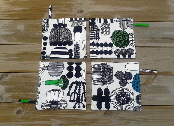 Black and white pot holders from Marimekko fabric Puutarharin parhaat