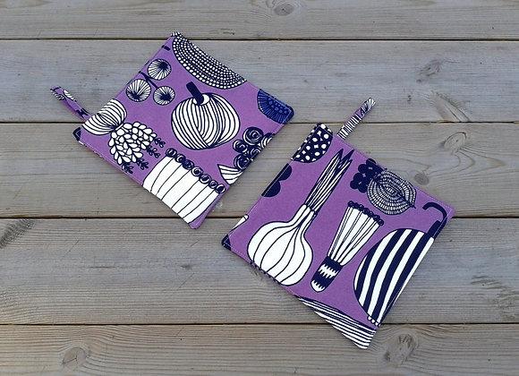 Purple pot holders from Marimekko fabric Puutarharin parhaat