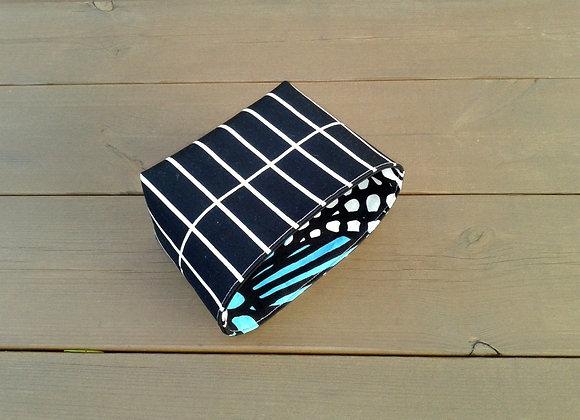 Black and white waterproof basket from Marimekko fabric Tilliskivi
