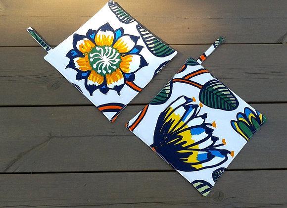Pot holders from Marimekko fabric Tiara
