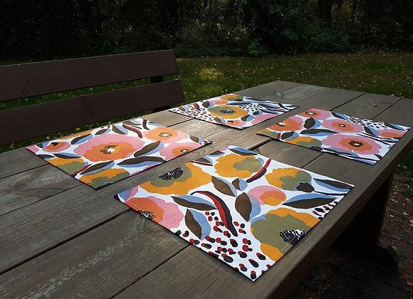 Set of 4 placemats from coated Marimekko fabric Rosarium