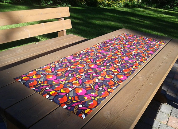 Linen table runner from Marimekko fabric Pieni Hattarakukka
