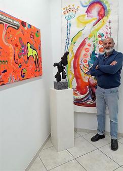 Amos in der Galerie.jpg