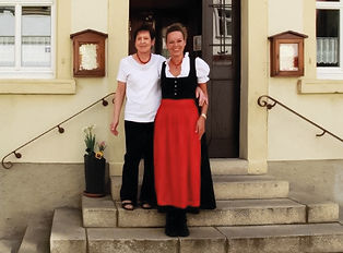 Rosi und Kerstin Treppe (002) (3).jpg
