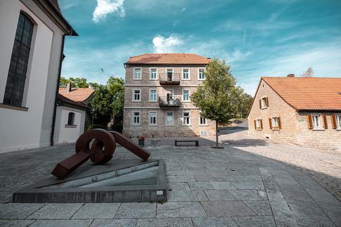 Neugestalteter Kirchplatz