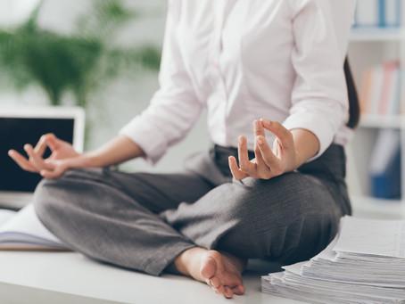 Sonnengruß im Team: regelmäßige Yoga-Sessions bei Rosenberger+Partner