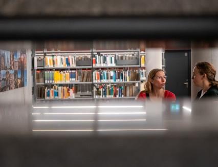 """Foto-Ausstellung: """"Einbruch in die Bibliothek"""""""