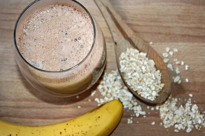 Chocolate For Breakfast? Banana Oat and Cocoa Smoothie