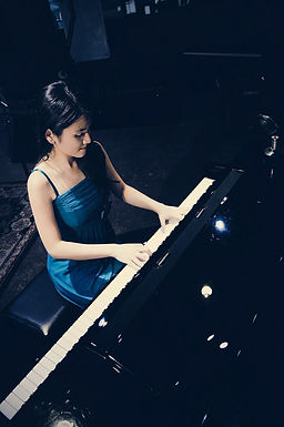 Francesca Prihasti - Pianist