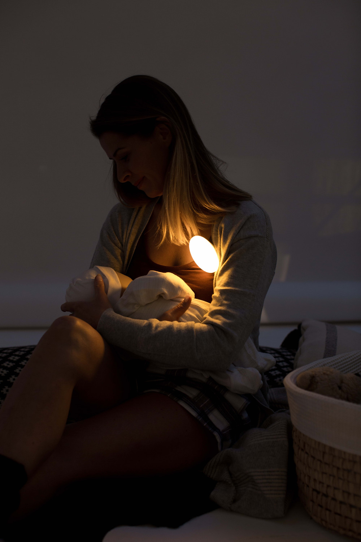 Breastfeeding mum, Meelight, Meemoobaby, baby
