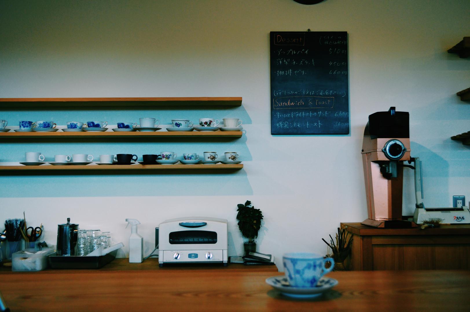美しく並ぶコーヒー器具たち。