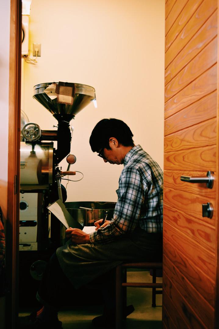 「焙煎の音が好き」と河村さん。