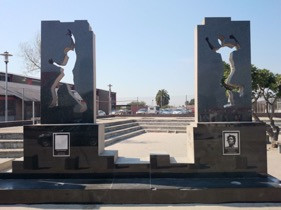 https://commons.wikimedia.org/wiki/File:Two_Statues_Gugulethu_Seven_Memorial.jpg