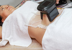 patient-receiving-cryolipolysis-fat-freezing-treatment_edited.jpg