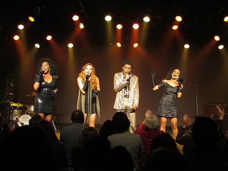 """Aline (ex-Rouge) , se destaca no musical """"Show em Simonal""""."""