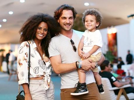 Aline Wirley e Igor Rickli levam o filho Antônio em evento esportivo no Rio
