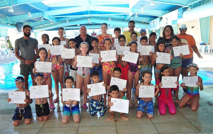 فريق من فرق السباحة.jpg