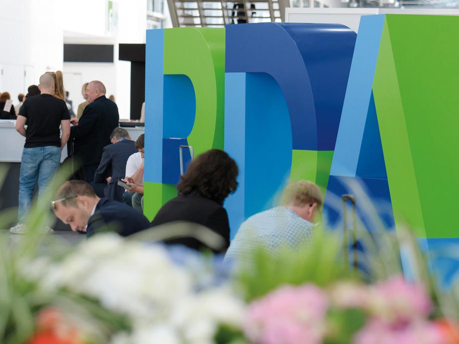 corporate-design-logo-rda-travel-expo