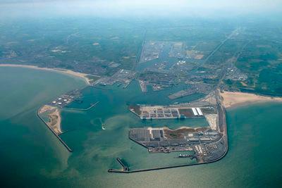 Antwerp and Zeebrugge in merger talks