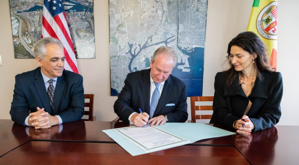 Port of Los Angeles Executive Director Gene Seroka, centre, signs agreement with Copenhagen Malmö Port AB (CMP). At right is Barbara Scheel Agersnap, Chief Executive Officer of CMP along with Los Angeles Harbour Commissioner Anthony Pirozzi, Jr.
