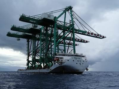 Dalian Huarui STS cranes arrive in Gioia Tauro
