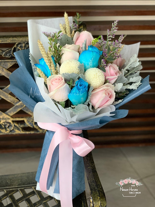 Blue and pink roses bouquet 02535