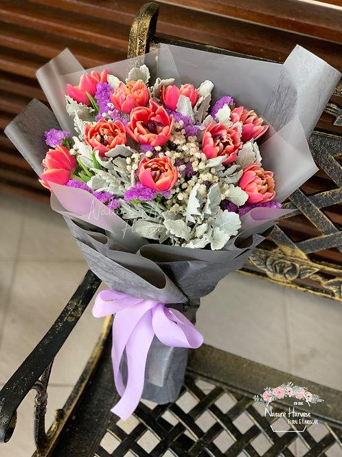 Tulip bouquet 02542