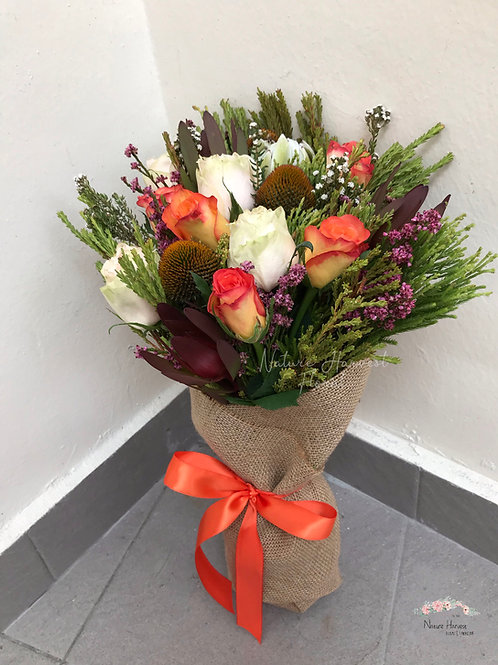 Orange and white roses bouquet 02523