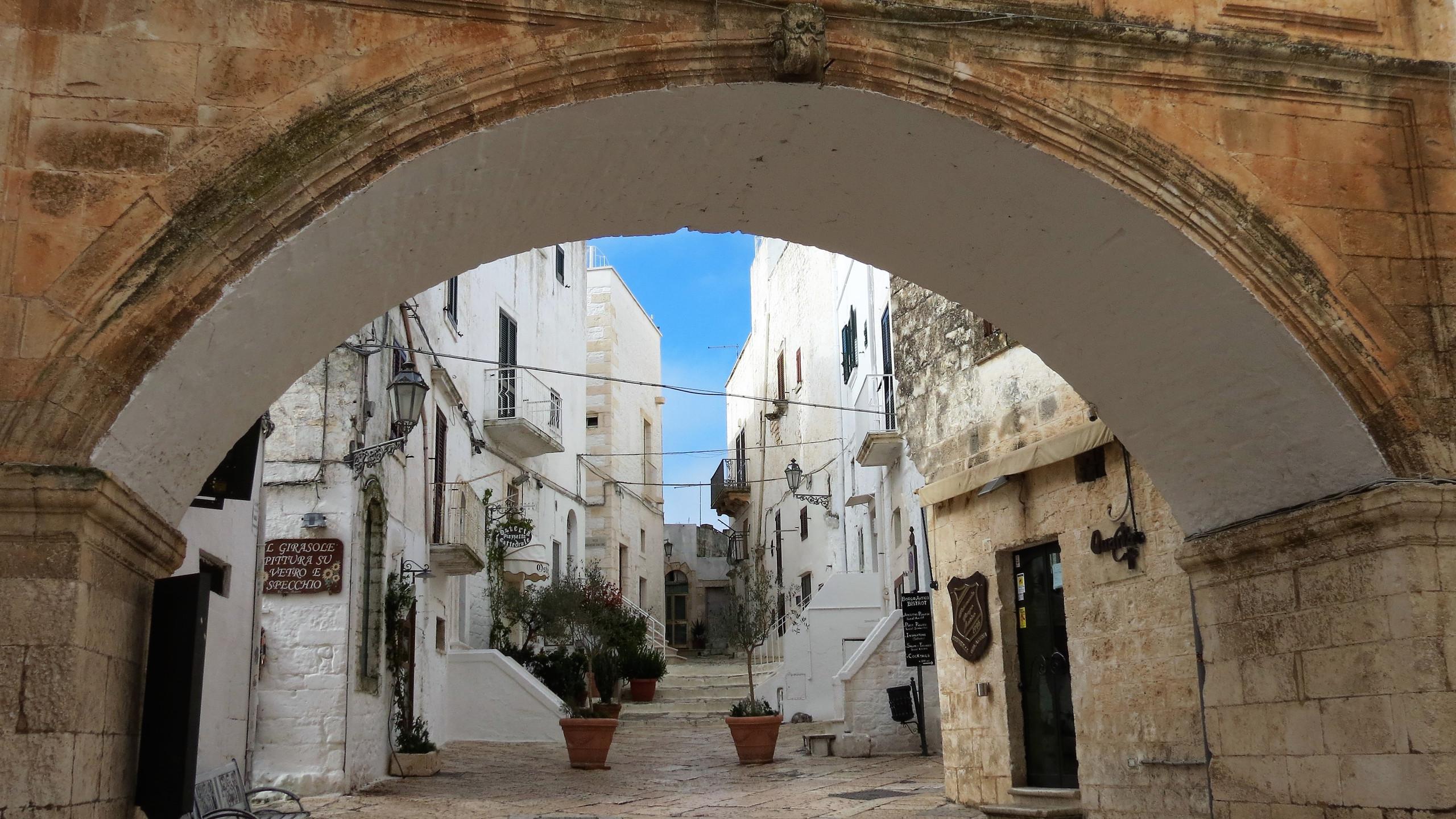 Ostuni, walking in Puglia & Matera