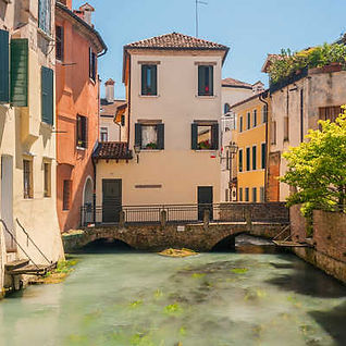 In northern Italy, between Venice and the Dolomites lies an undiscovered area famous for its production of Prosecco.  Using an elegant hotel as our base, we explore the villages and vineyards of this picturesque region, while enjoying the wonderful cuisine and bubbles.