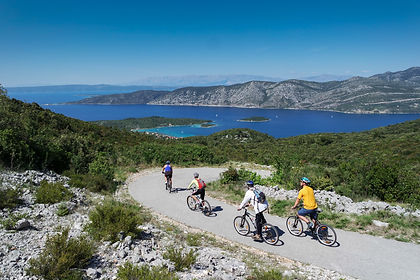 The southern coast of Croatia, the Dalmatian Coast, is known for its beautiful clear waters, plenty of historical towns, myriad islands and great food.  This tour lets you discover all of this and more on a ride from Split to Dubrovnik.