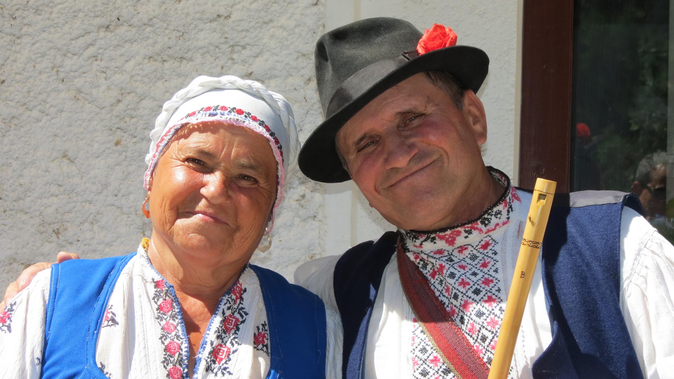 233 - local lunch & preformance in Moldova