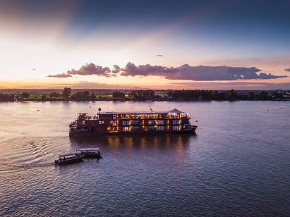 Sail in luxury on the Mekong river in Vietnam and Cambodia and discover the Mekong Delta, visit villages and markets, discover temples and a cuisine rich in local falvours.