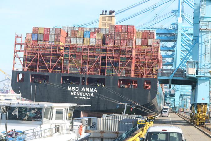 Excursie AA naar haven van Rotterdam.