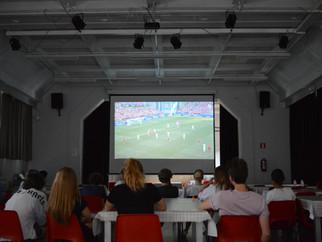 De internen keken naar de Rode Duivels op groot scherm