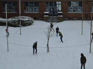Sneeuwpret als ontspanning tussen de digitale lessen.