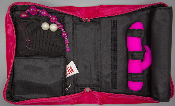 AMINA'S POUCH - PINK - INTERIOR VIEW.png