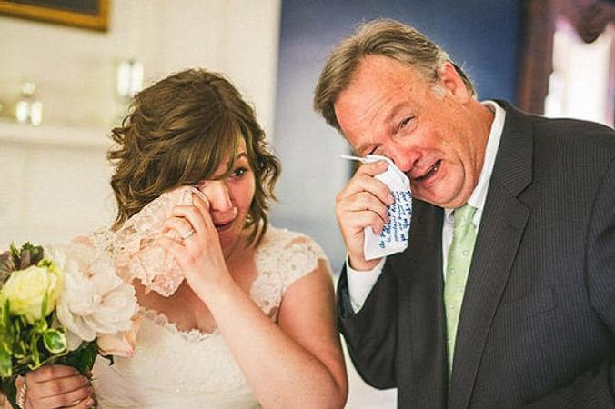 roditeli-plachut-na-svadbe.jpg