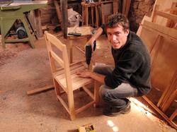 Paul de Australia construyendo una silla