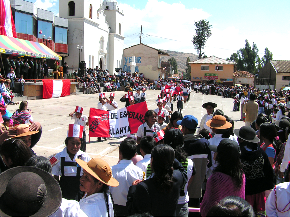 Peru Luz de Esperanza participando en la marcha del dia de la independencia del Peru el 28 de Julio